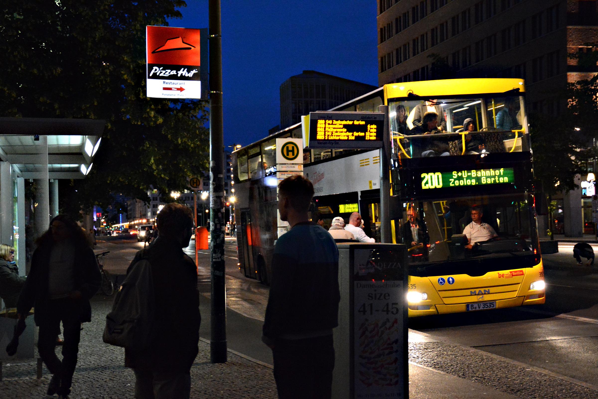 Bus A200, neben dem Bus 100 eine touristisch interessante Verbindung zwischen Zoologischem Garten, Potsdamer Platz, Unter den Linden und Alexanderplatz. Foto Horb