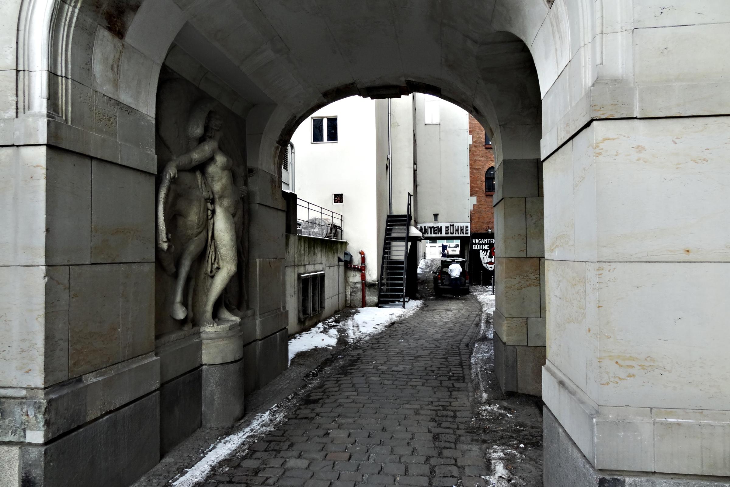 Eingang zum Hof der Vagantenbühne. Foto: Ulrich Horb