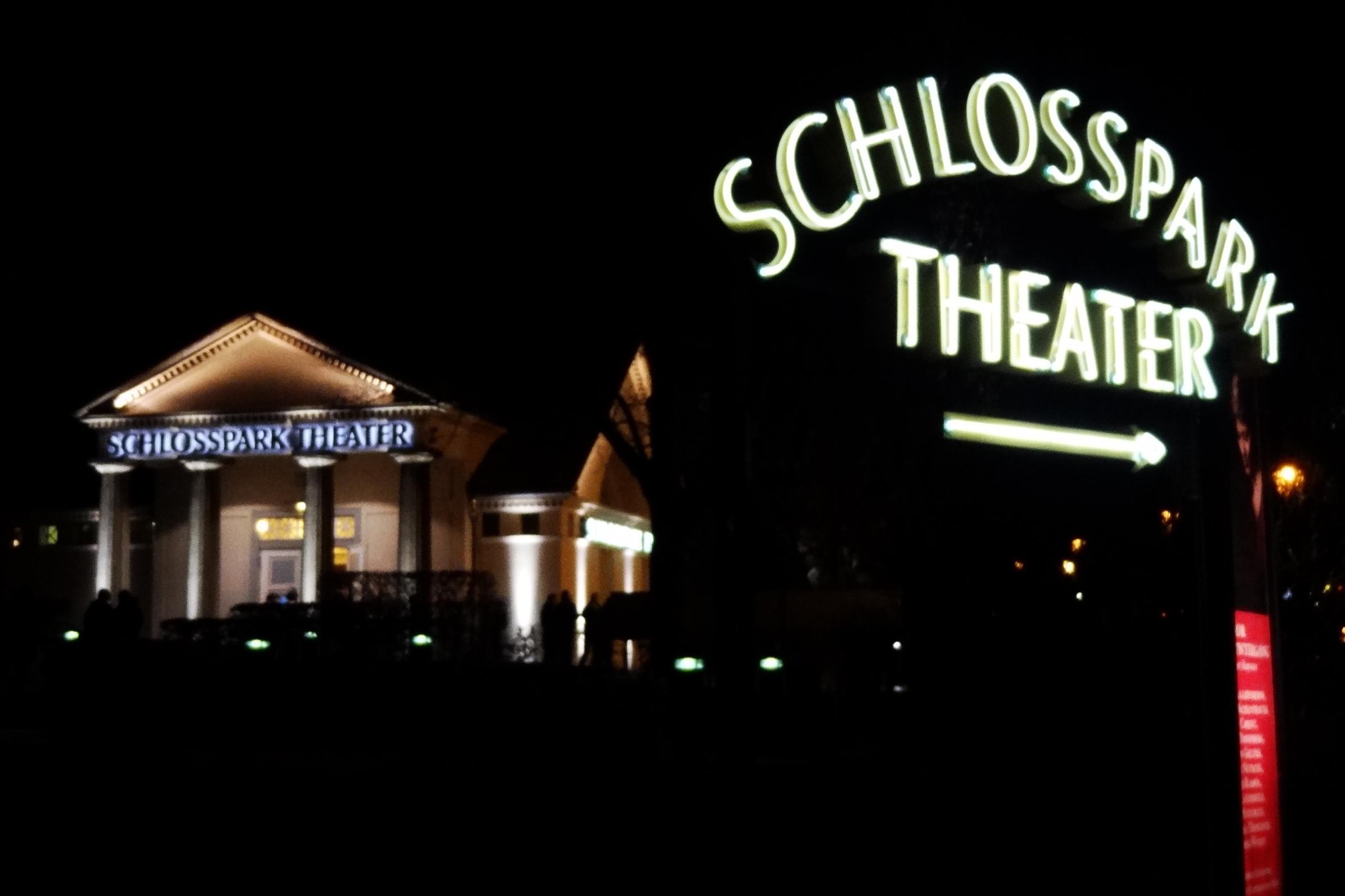 Wegweiser zum Schlosspark-Theater. Foto: Ulrich Horb