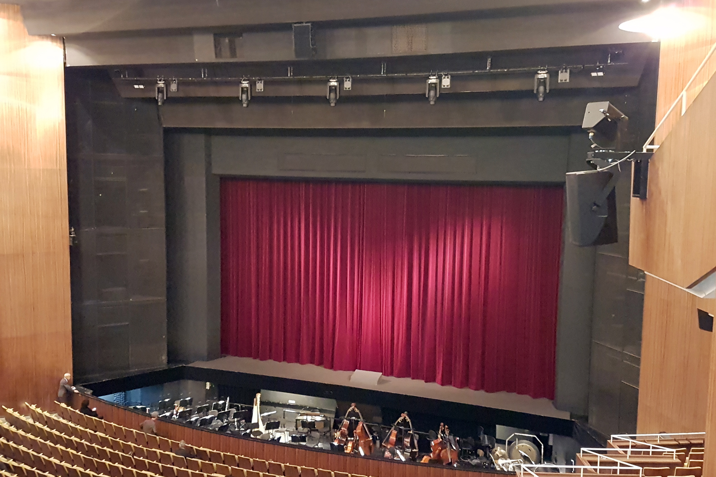 Vorhang in der Deutschen Oper