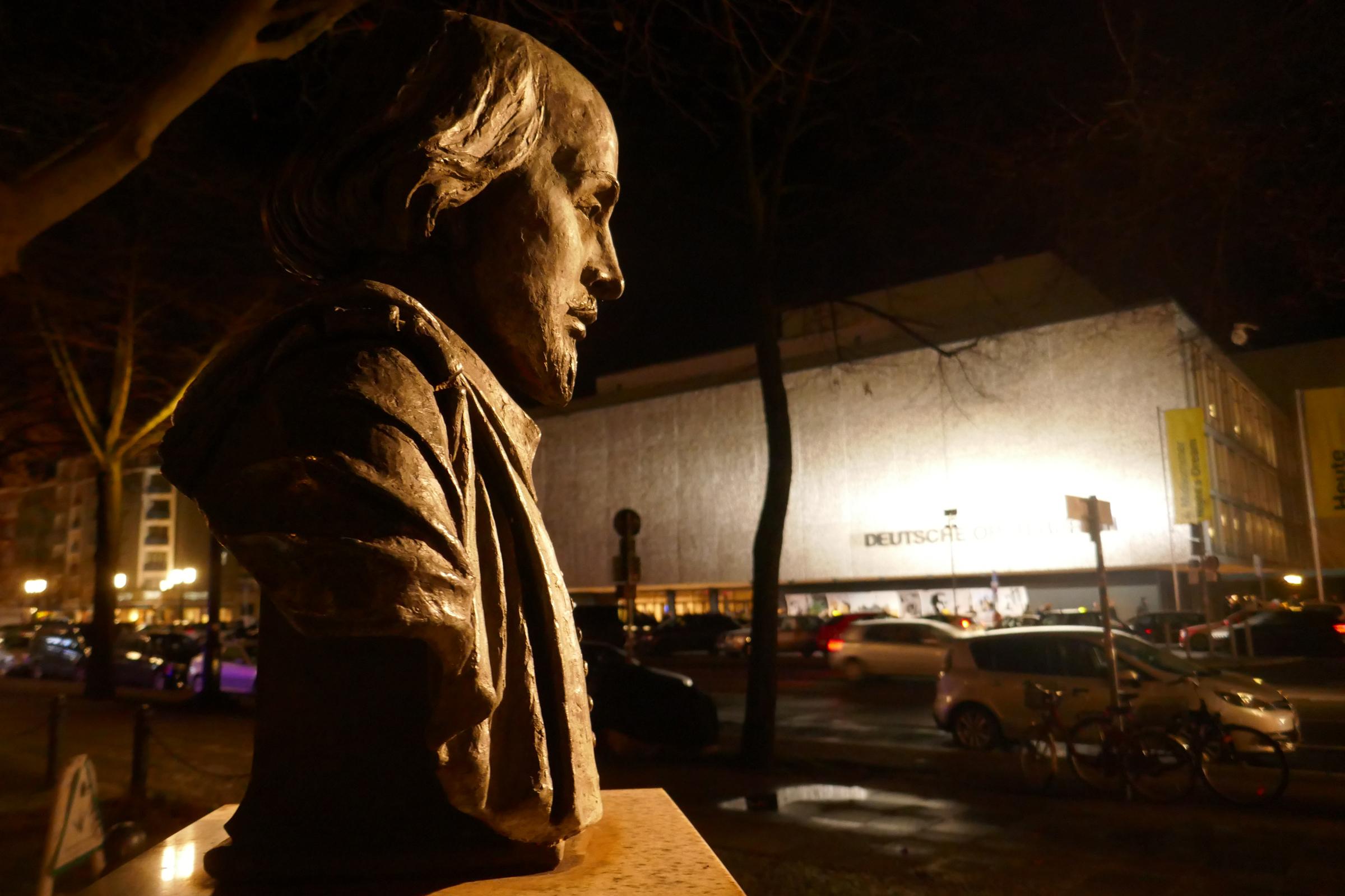 Shakespeare-Denkmal gegenüber der Deutschen Oper. Foto: Ulrich Horb